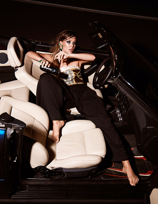Cauti un Fotograf pentru Fotografie de Produs sau Campanie? Contactaza-ne! | Editorial Fashion Feroce Magazine Fotograf Profesionist Constanta
