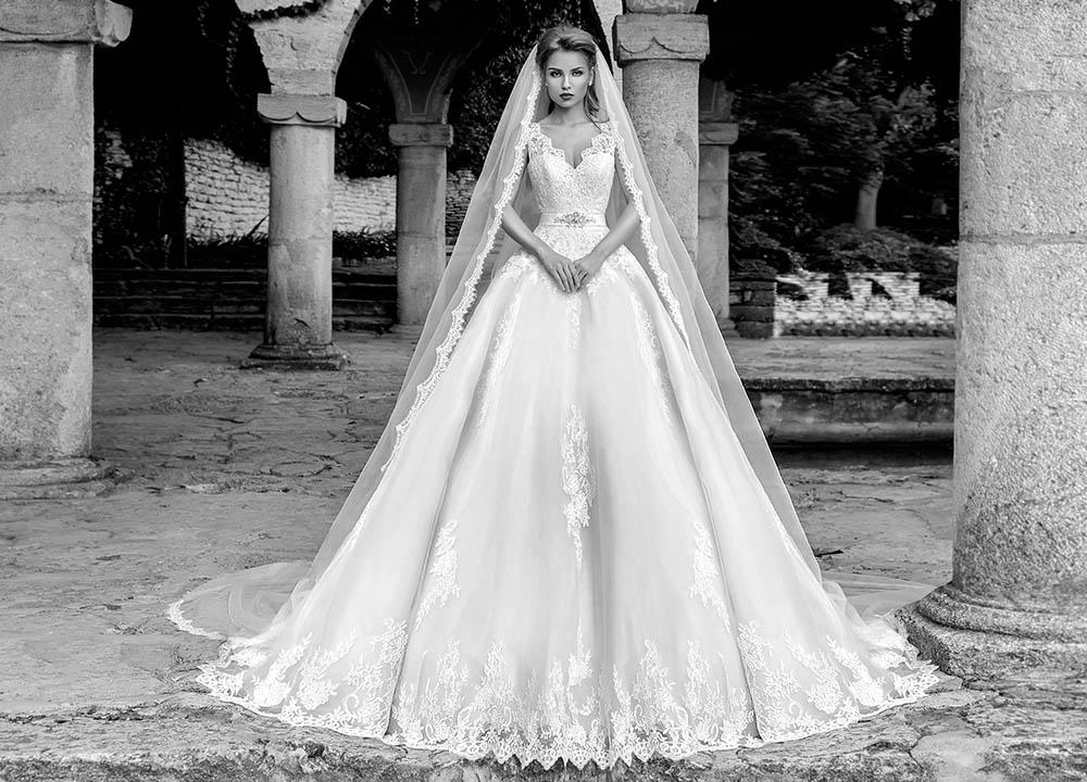 Fotografii rochii mireasa Amanda diVelli 2017 fotograf fashion moda bride Bucuresti Constanta lookbook campanie produs studio glamour makeup